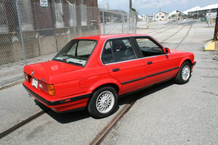 brilliantn rot e30 sedan